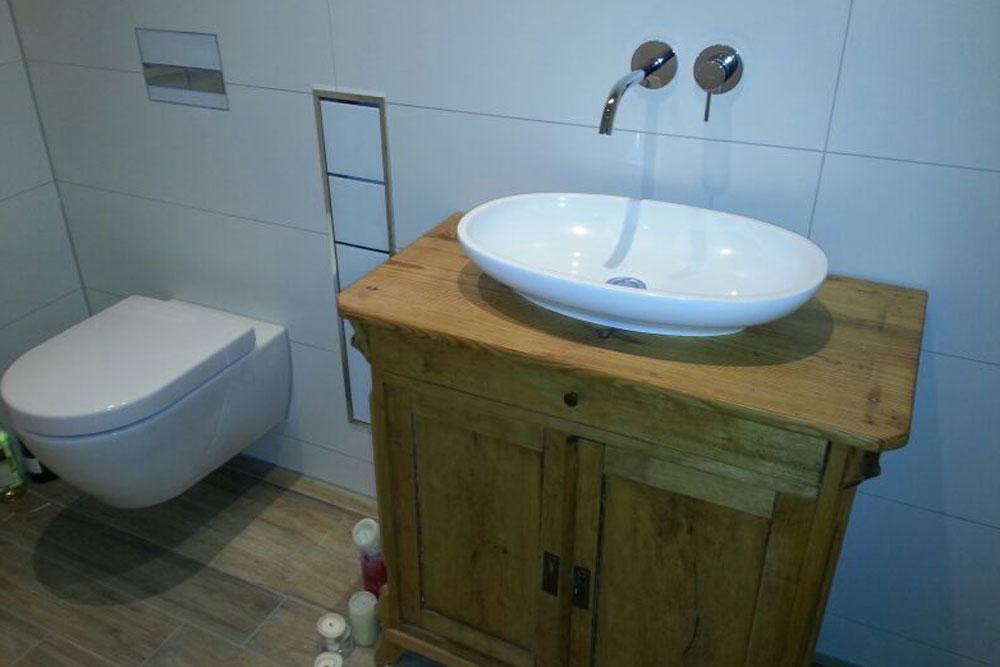 Waschtisch mit Holzunterschrank