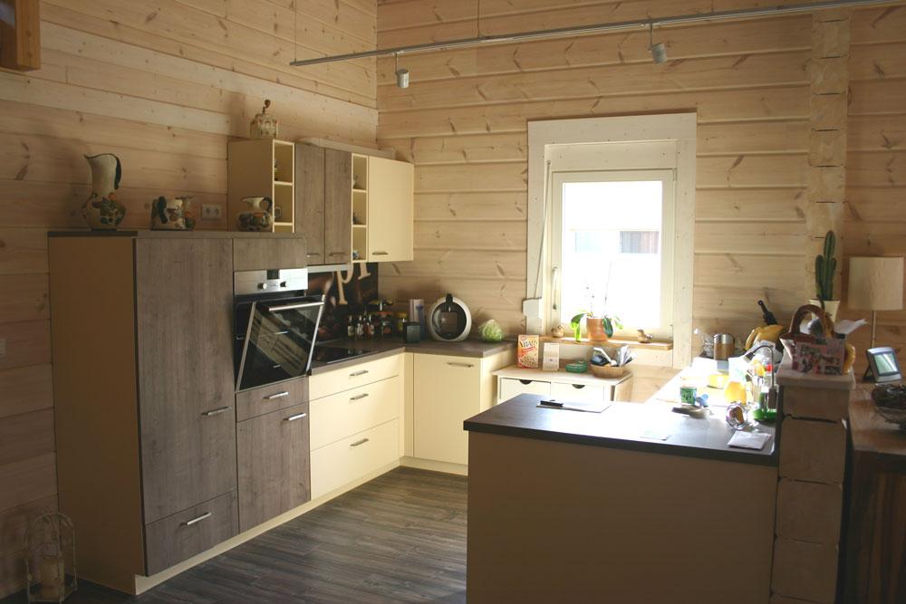 die inneneinrichtung eines holzhauses die nat rlichkeit des holzes. Black Bedroom Furniture Sets. Home Design Ideas
