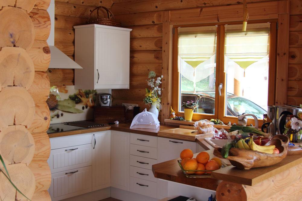 Küche im Rundstammhaus