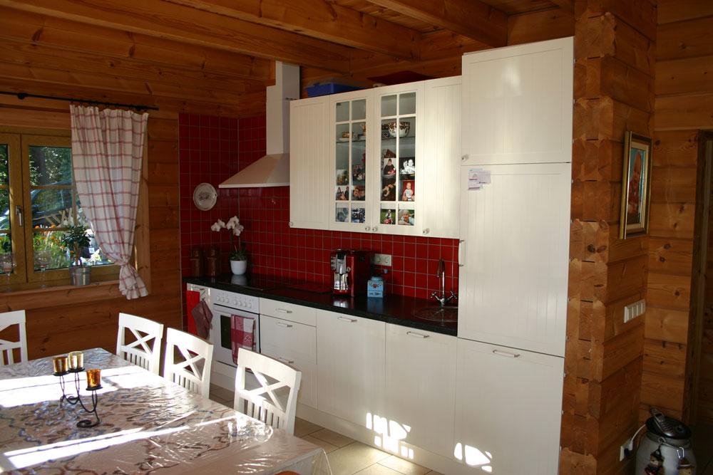 Küchenblock weiß im Blockhaus